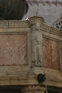 Auleste, fondatore mitico di Perugia, raffigurato sulla vasca superiore della fontana duecentesca di Perugia