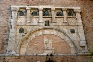 Porta Marzia, incastonata nella cortina della Rocca Paolina, era l'entrata sud della cinta muraria etrusca di Perugia