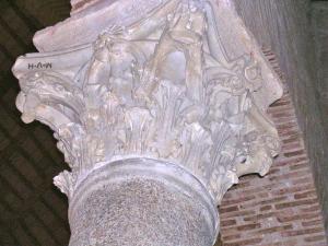 uno dei trigrammi incisi sui capitelli di spoglio della chiesa paleocristiana di Sant'Angelo in Perugia