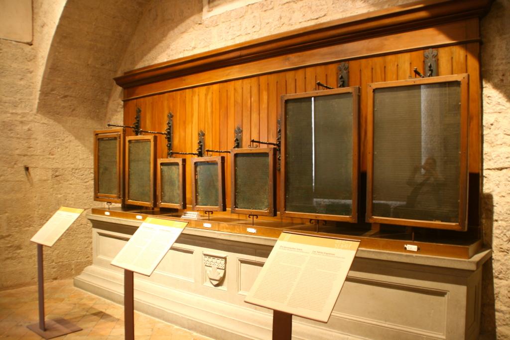 Le Tavole Eugubine all'interno del Palazzo dei Consoli a Gubbio
