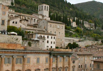 Il corteo del Cristo morto nella Gubbio medievale