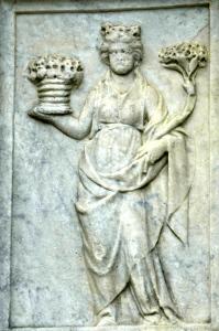 Madonna Primavera, personificazione di Aprile. Fontana Maggiore di Perugia. (Foto A.Bazzoli)