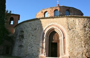 Entrando nel tempio Sant'Angelo da sud