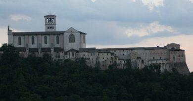 Una scultura di Federico II ad Assisi?